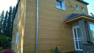 Wohnhausfassade-Haus-Vorn
